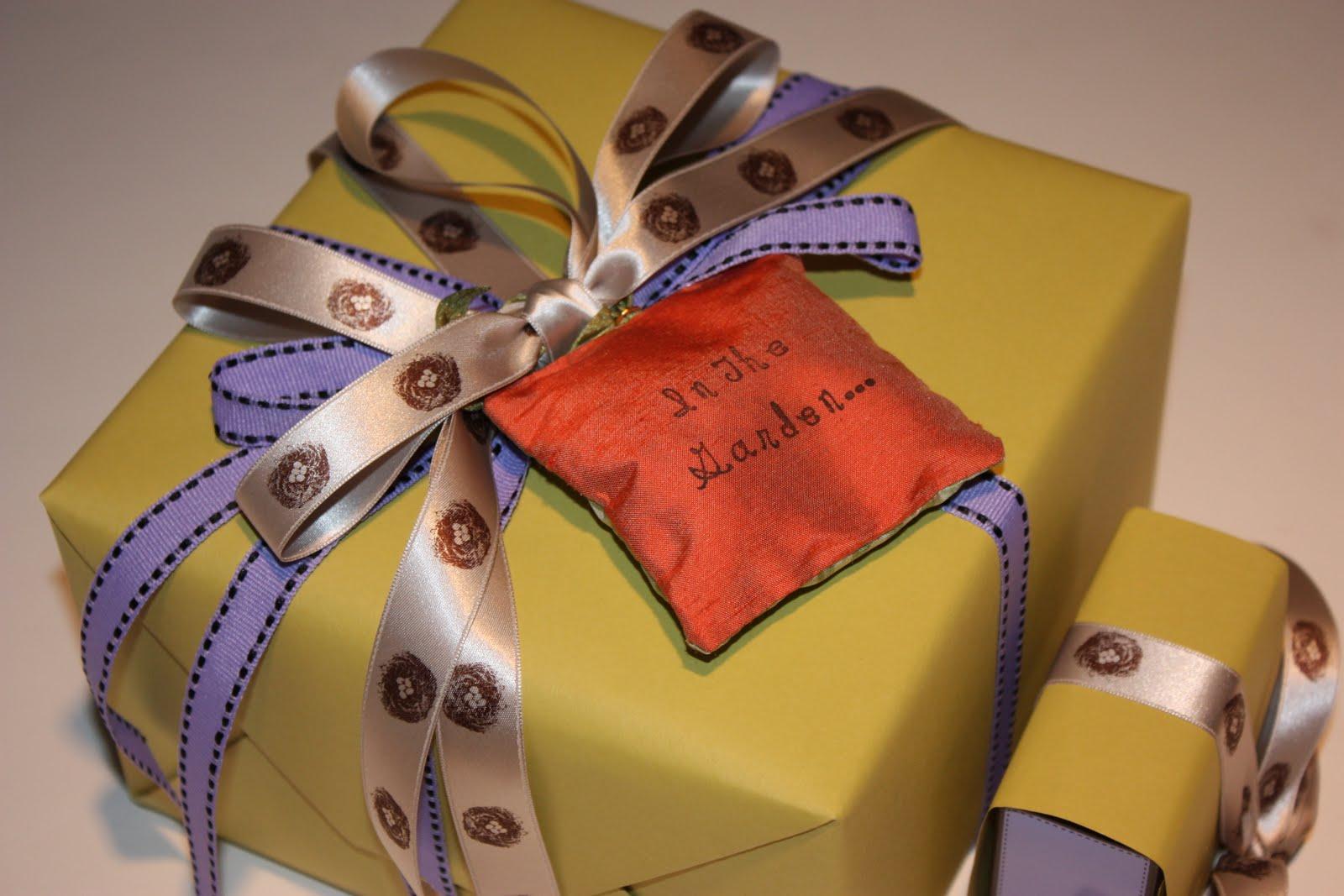 Чем украсить подарок мужчине 333