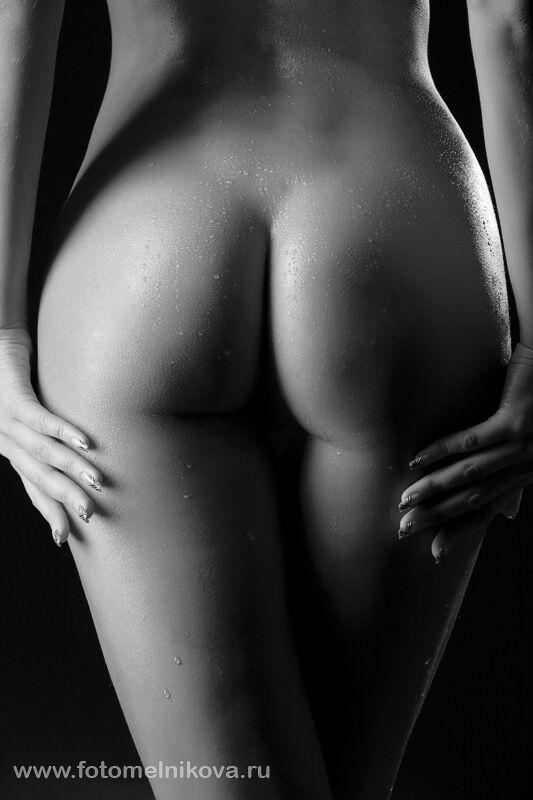 голые дамские ягодицы фото