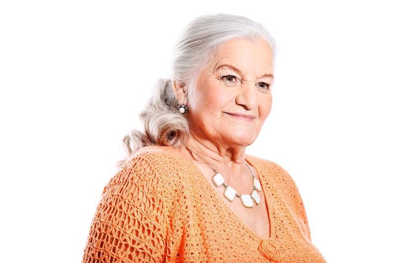 Прически на длинные волосы женщинам 50 лет своими руками