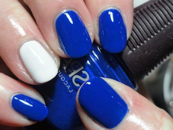 Красивый синий маникюр на короткие ногти