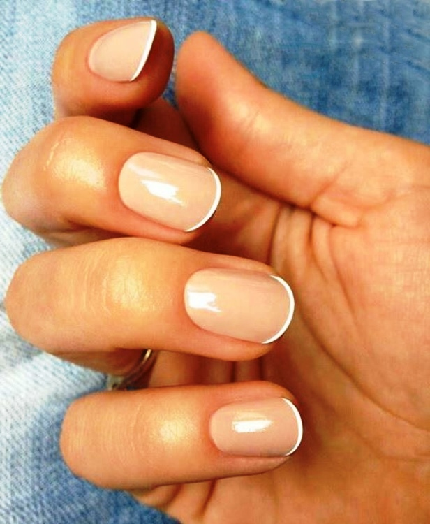 Короткие ногти у женщин
