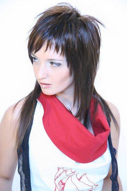Женские стрижки с каскад с короткой макушкой на средние волосы